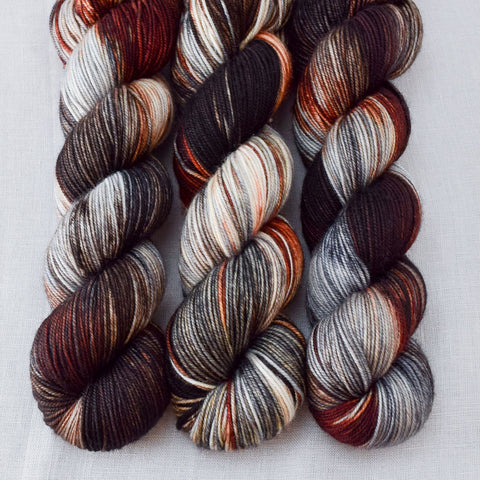 Wolves Den - Miss Babs Yummy 3-Ply yarn