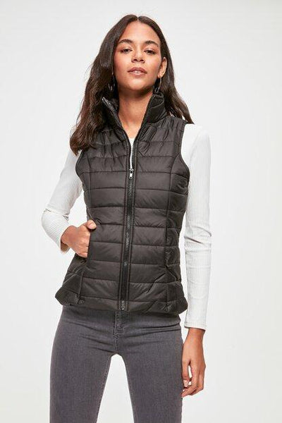 Women's Zipped Black Blown Vest - Fashion Under Arrest