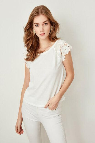 Women's Scallop Embroidery Basic Ecru T-shirt - Fashion Under Arrest