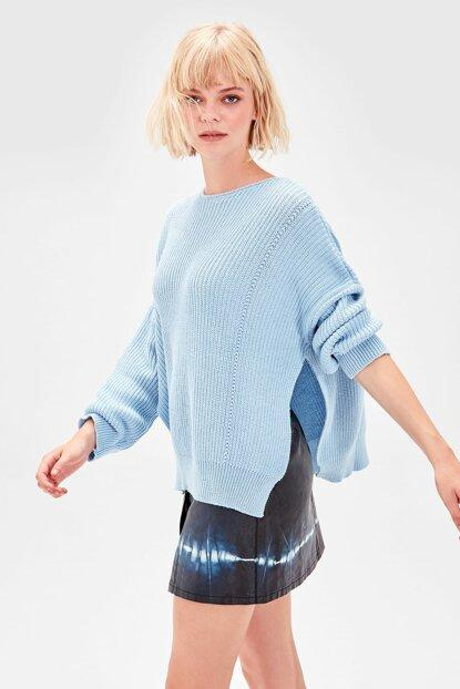 Women's Crew Neck Blue Tricot Sweater.