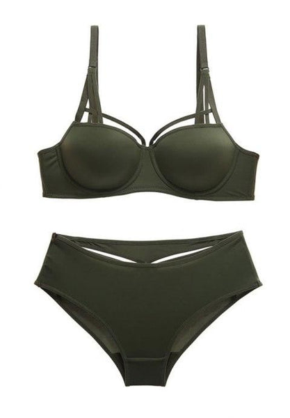 Smooth Strappy Bra Set.