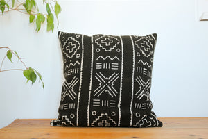 Mudcloth pillow case in Black