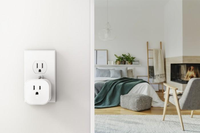 Ezlo PlugHub Z-Wave Plus Smart Plug Receptacle View