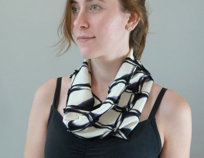 Enso Wool Scarf black on model