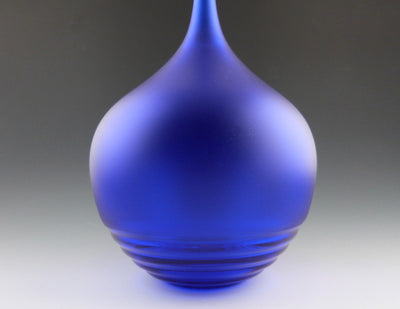 Ripple Bottle cobalt blue detail