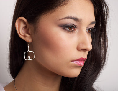 Nest Contour Earrings on model