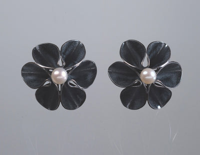Flower Stud Earrings With Pearl-Oxidized