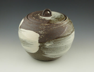 Lidded Jar, Hakeme finish