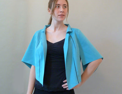 Fang Short Jacket turquoise on model