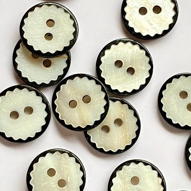 TextileGarden 13mm - White Shell with Black Edge Button -  - Buttons