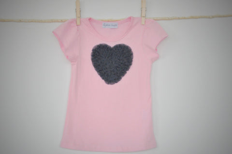 pink T top with navy blue heart