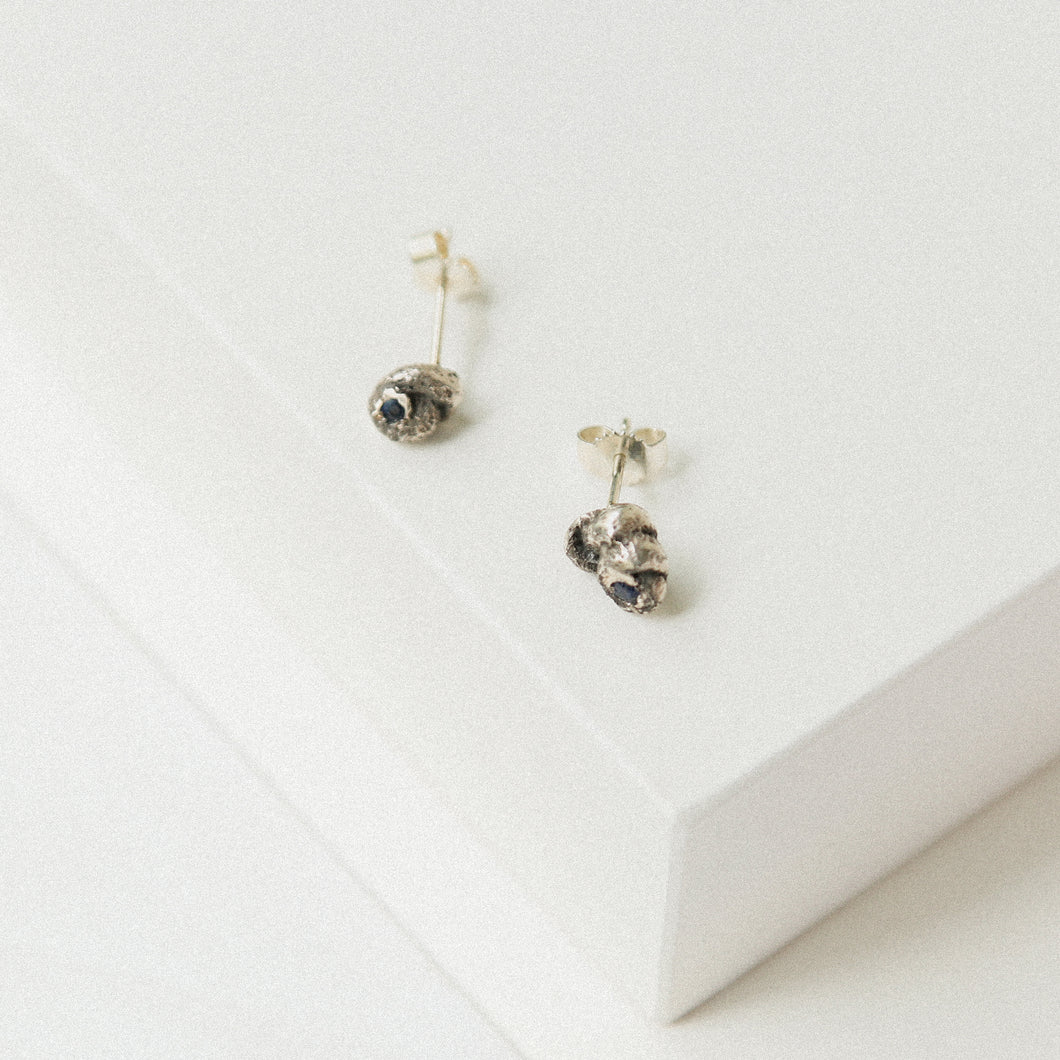 Solmu Studs - Oxidised Silver with Sapphires