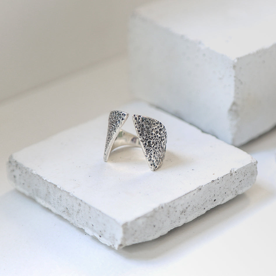 Textured Men's Claavi Ring