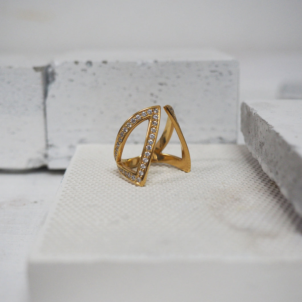Cut-Out Claavi Ring - 14k Gold, Diamonds