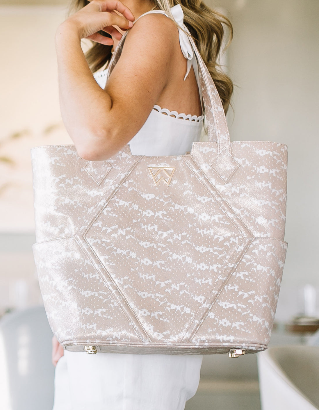 Paint The Town Tote in Blush & Pearl Saffie