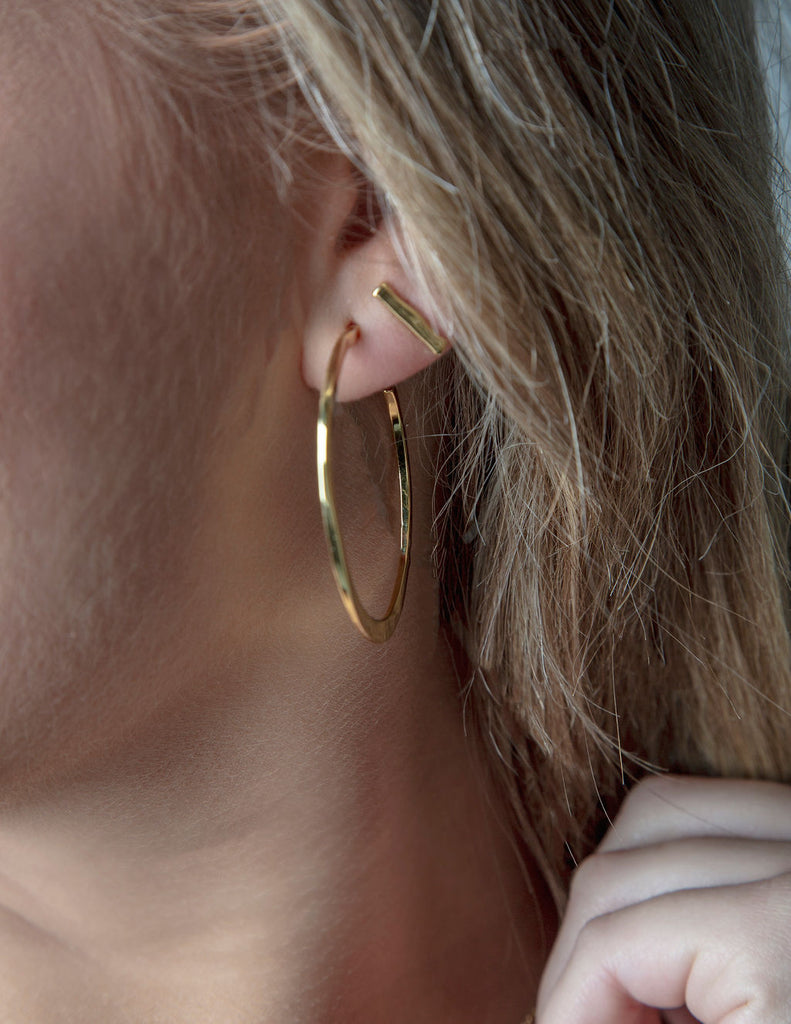 GORJANA ARC LARGE HOOPS IN GOLD