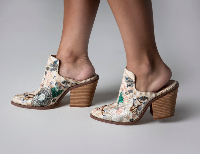 CHINESE LAUNDRY SPRINGFIELD WOVEN MULE BOOTIE