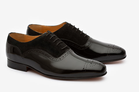 Brogue oxford with medalion