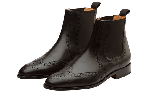 WINGCAP BROGUE BOOT WITH MEDALLION – Black