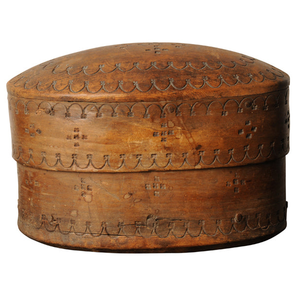 Birch oval lidded box, Norway, late C18th