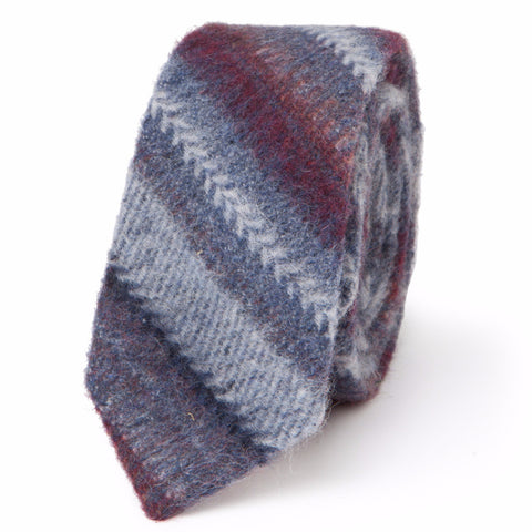 CHEVRON STRIPES NECKTIE: BLUE