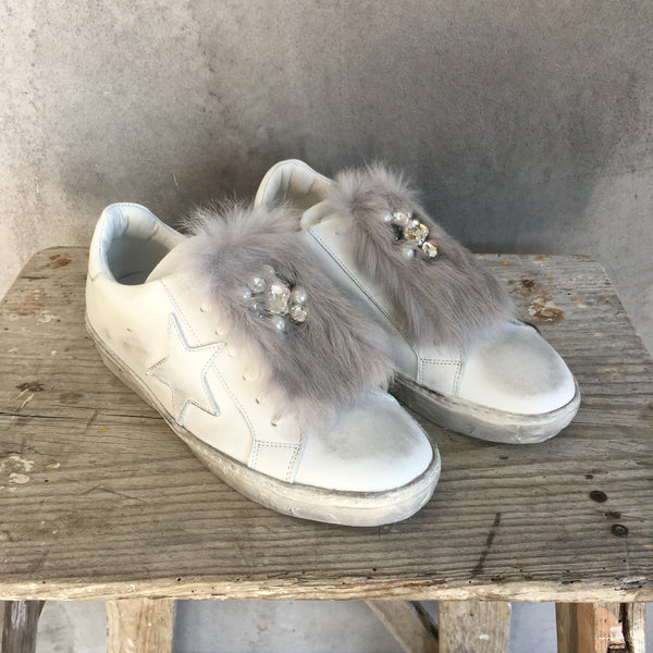 Star Sneakers With Detachable Faux Fur Clip