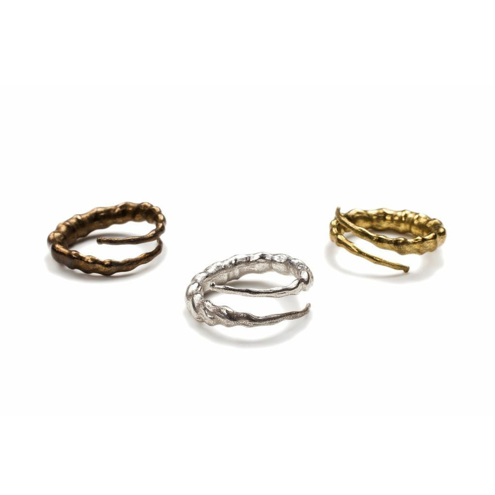 Twisted Horn Rings