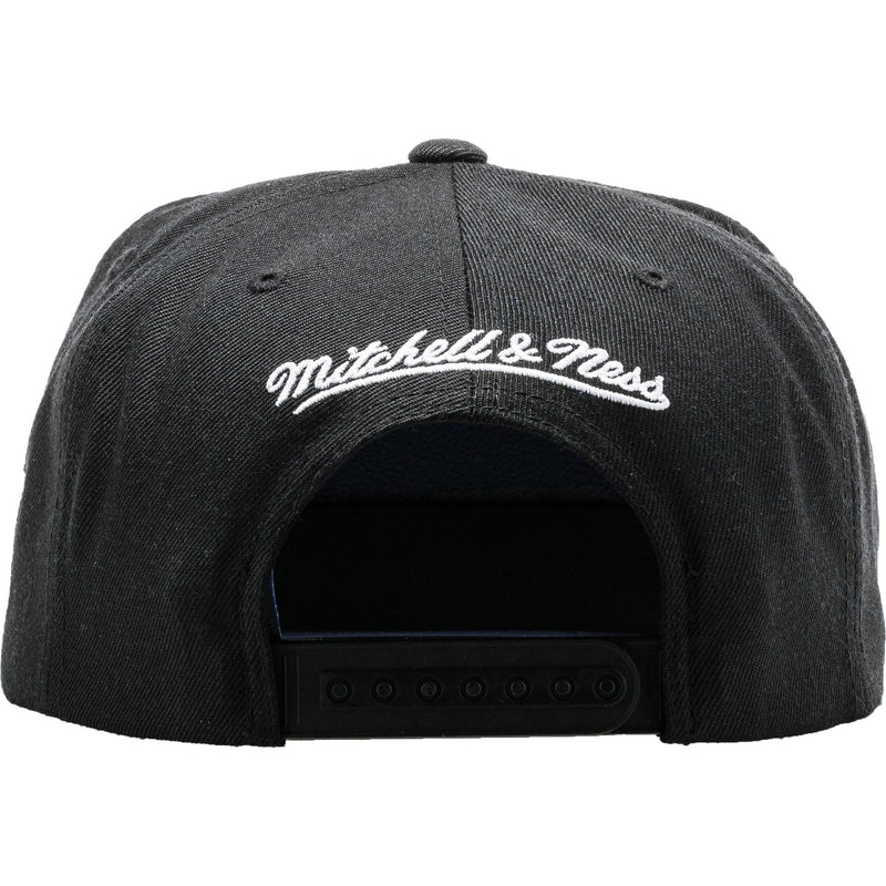 Mitchell & Ness Los Angeles Kings Gothic Snapback Hat - Black/White