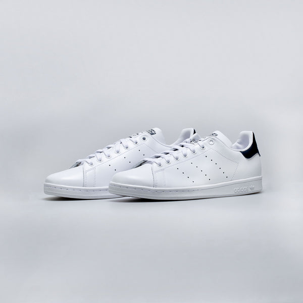 ADIDAS STAN SMITH MEN'S - CORE WHITE/RUNNING WHITE/ NEW NAVY