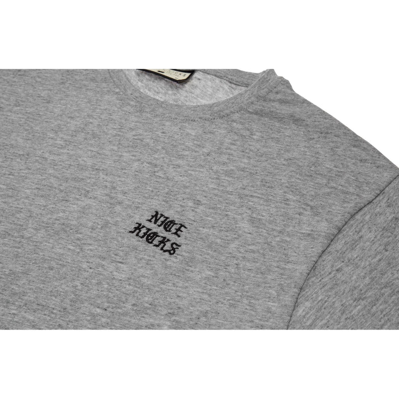 "NICE KICKS CHEST PRINT OLD ENGISH ""PABLO"" CREW TEE - GREY"
