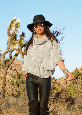 Johanne Beck Bohemian Style Light Grey Faux Fur Top Boho Chic