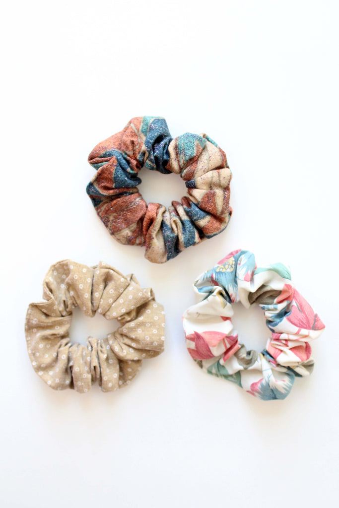 NATURAL SET OF SCRUNCHIES