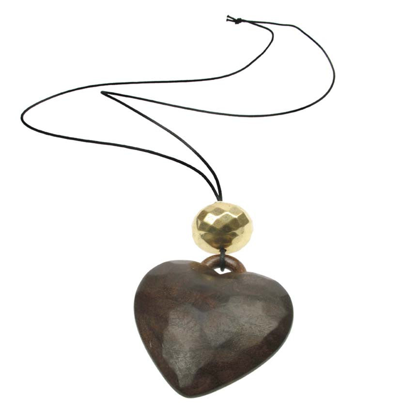A stunning Heart pendant with antique gold plated bead