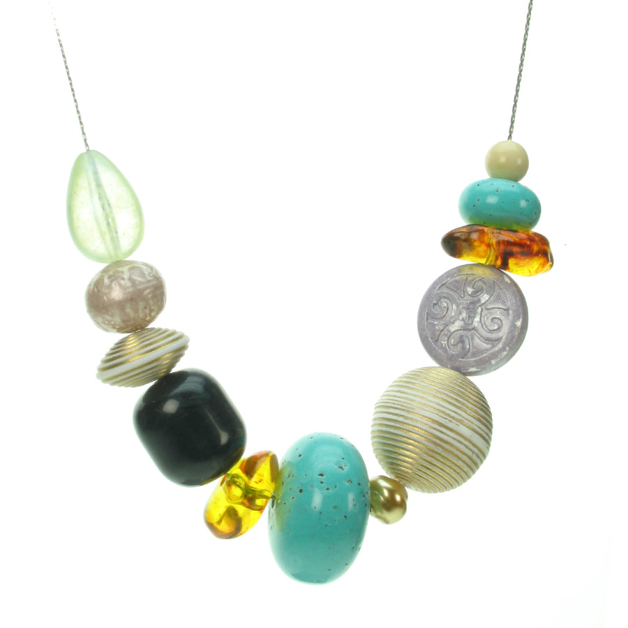 A versatile mix of colours bead necklace
