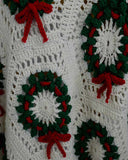 green and white christmas wreath afghan close up