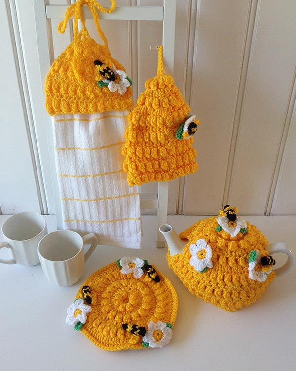 Crochet Amigurumi Kit - Barry the Bee - The Crochet Craft Co | 750x600
