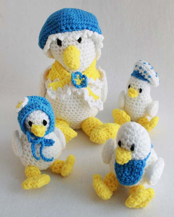 Super Easy Daphne Duck and Ducklings Crochet Pattern - Maggie's Crochet