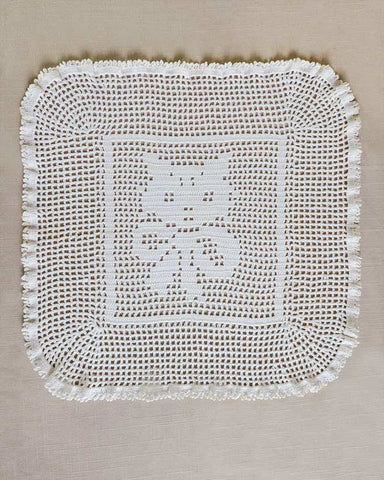maisy vintage filet kitten doily