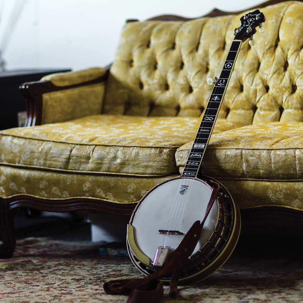 Deering Golden Wreath banjo - couch