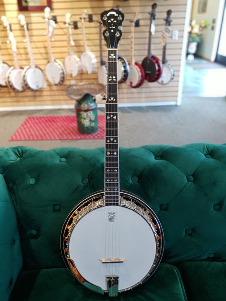 Deering Maple Blossom Banjo | Showroom