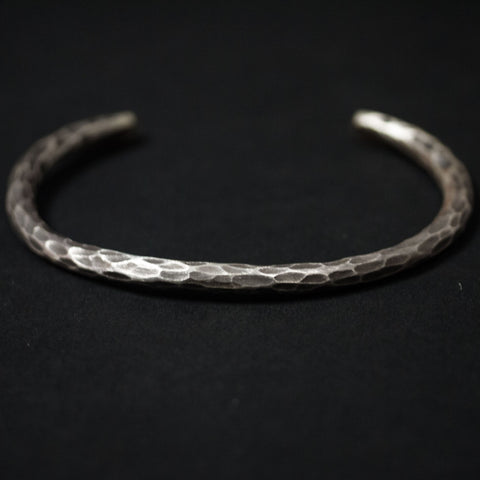 CHIMNEY ROCK STERLING SILVER HAMMERED BRACELET - THE LODGE  - 1