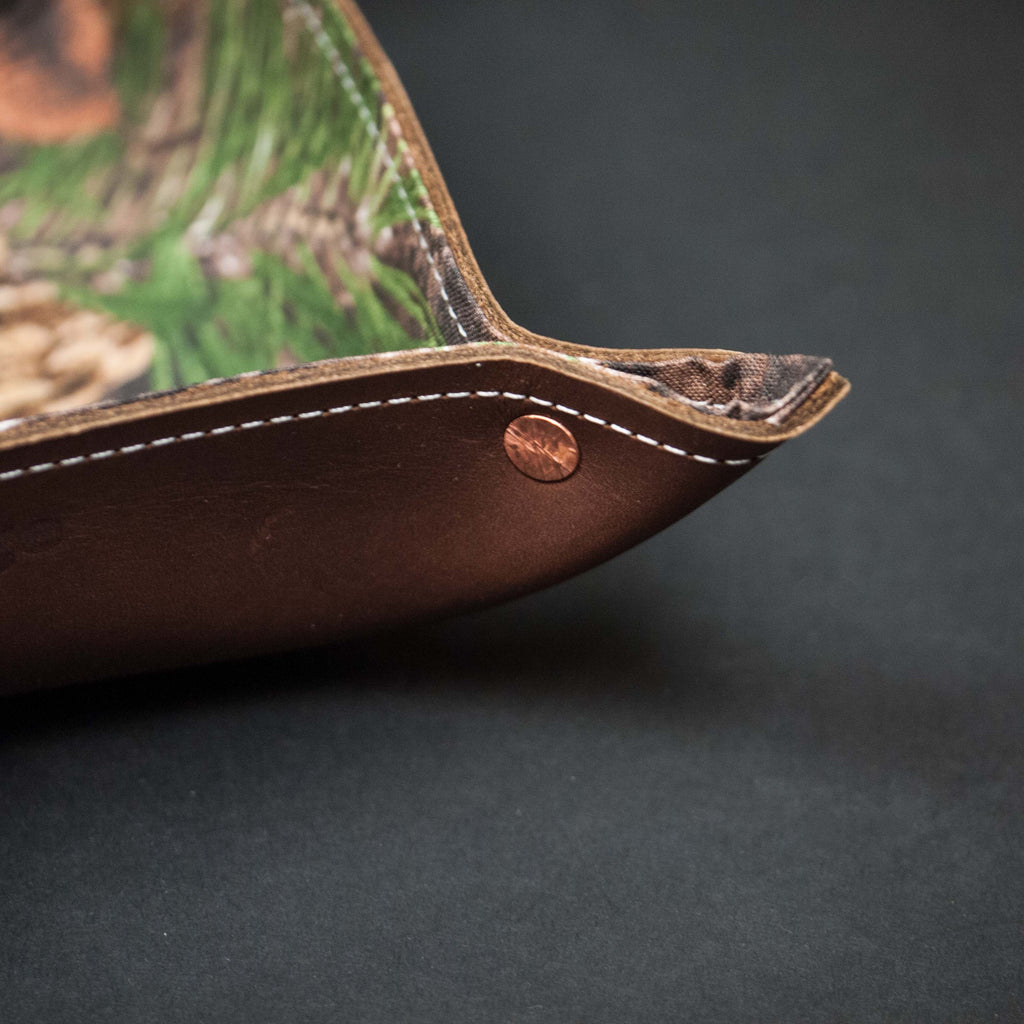 HUNTING CAMO BROWN LEATHER MANTRAY™ VALET TRAY