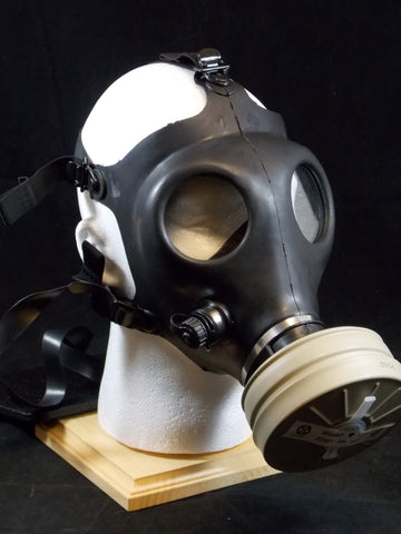 NEW ISRAELI ARMY SURPLUS GAS MASK WITH FILTER