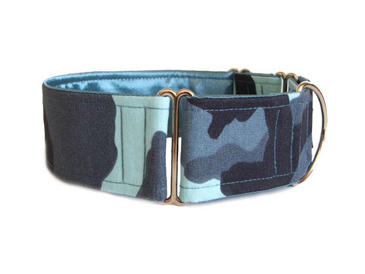 Shades of blue camouflage make this the perfect collar for any campaign, whether it's pool-side or sofa-side!