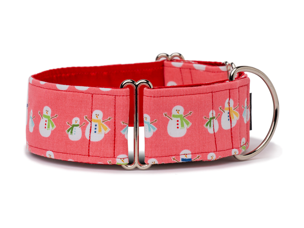 If your pooch likes to play in the snow, the festive snowmen on this cheerful red collar are the perfect playmates.
