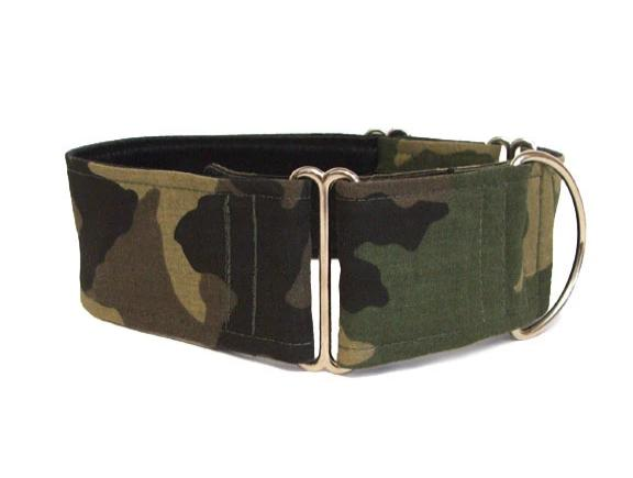 In this classic green camouflage dog collar your dog will be ready for any mission!