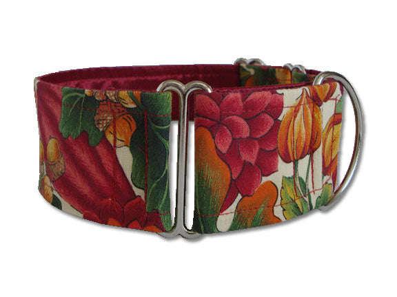 Perfect for a fancy Thanksgiving feast or a walk through the Fall leaves, this Autumn-themed collar adds seasonal flair to any pup's wardrobe!