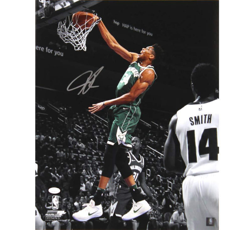 Giannis autographed 8x10 photo