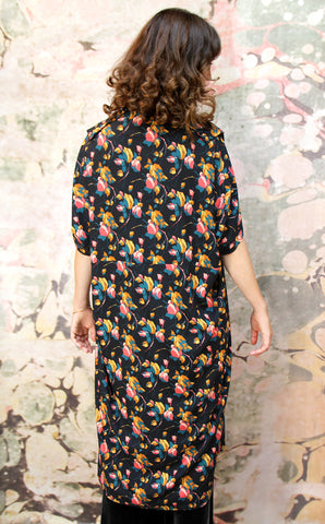 Kimono coat in Bohème bloom print crepe - back model