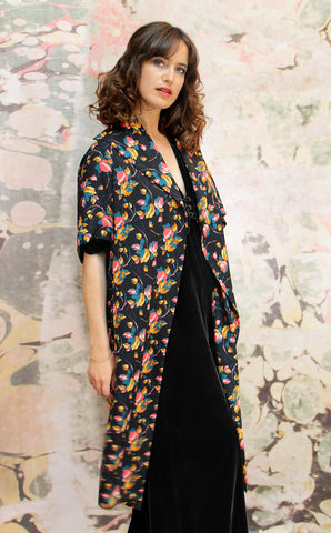 Kimono coat in Bohème bloom print crepe - side model